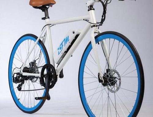 City bike elettrica IFM blu da uomo con batteria al litio
