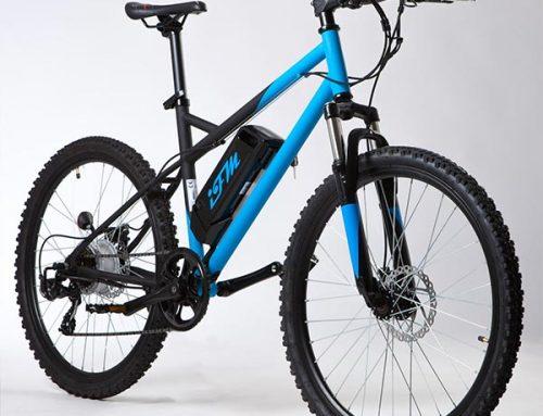 Mountain bike elettrica IFM blu e nera con batteria al litio 36V/8Ah